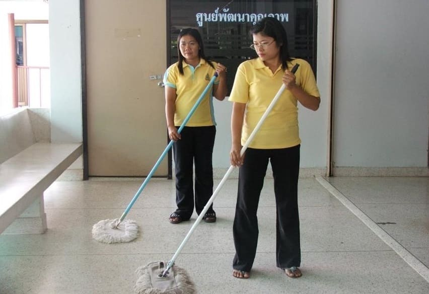 Cleaning the entire floors with AEM