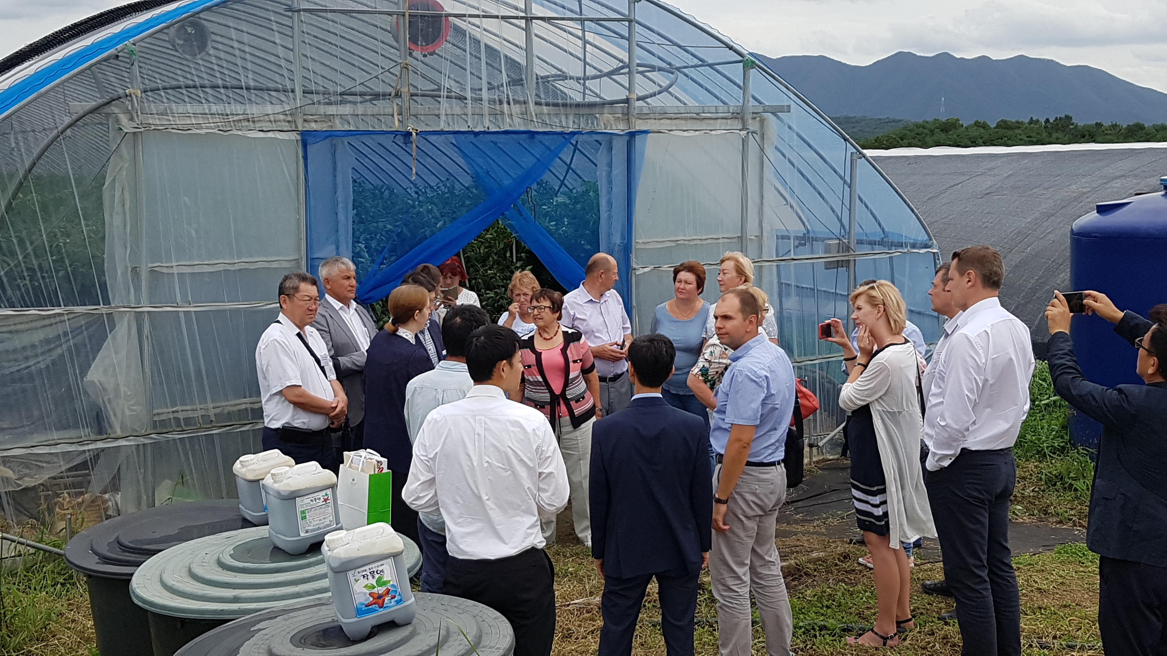 A delegation from Russia keen interested in the Agriculture Center system