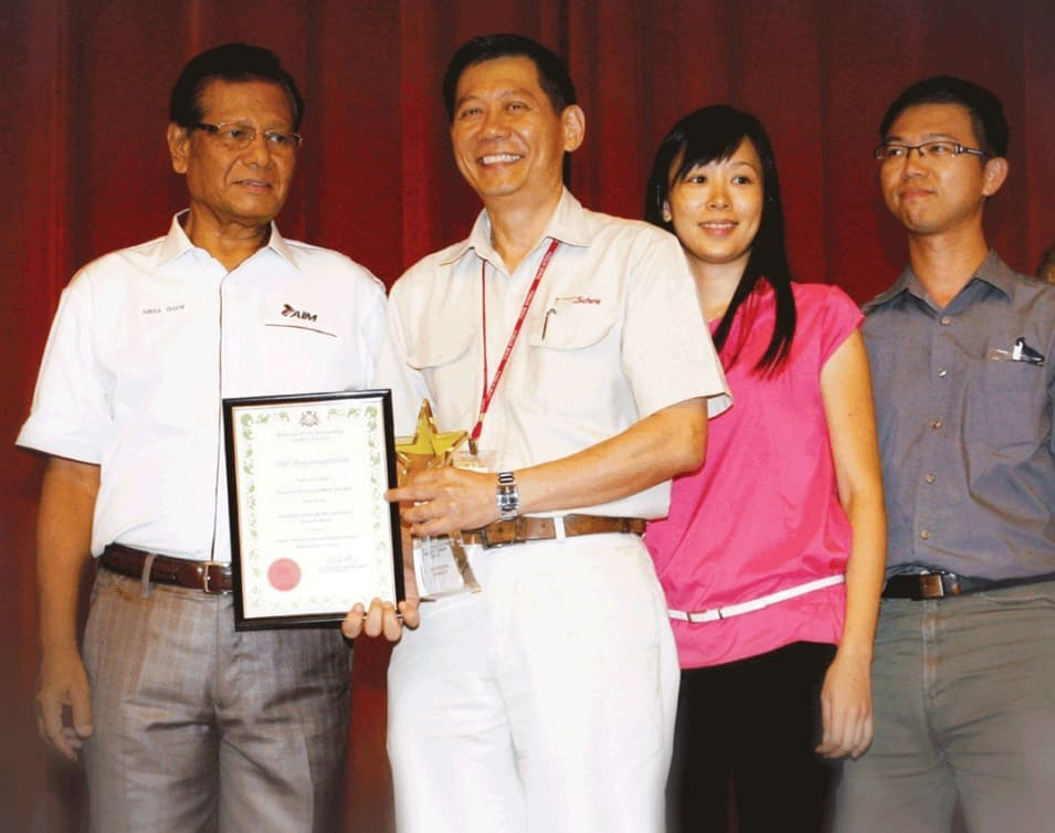 Deputy GM and staff of Tanah Sutera Development Company receiving the award