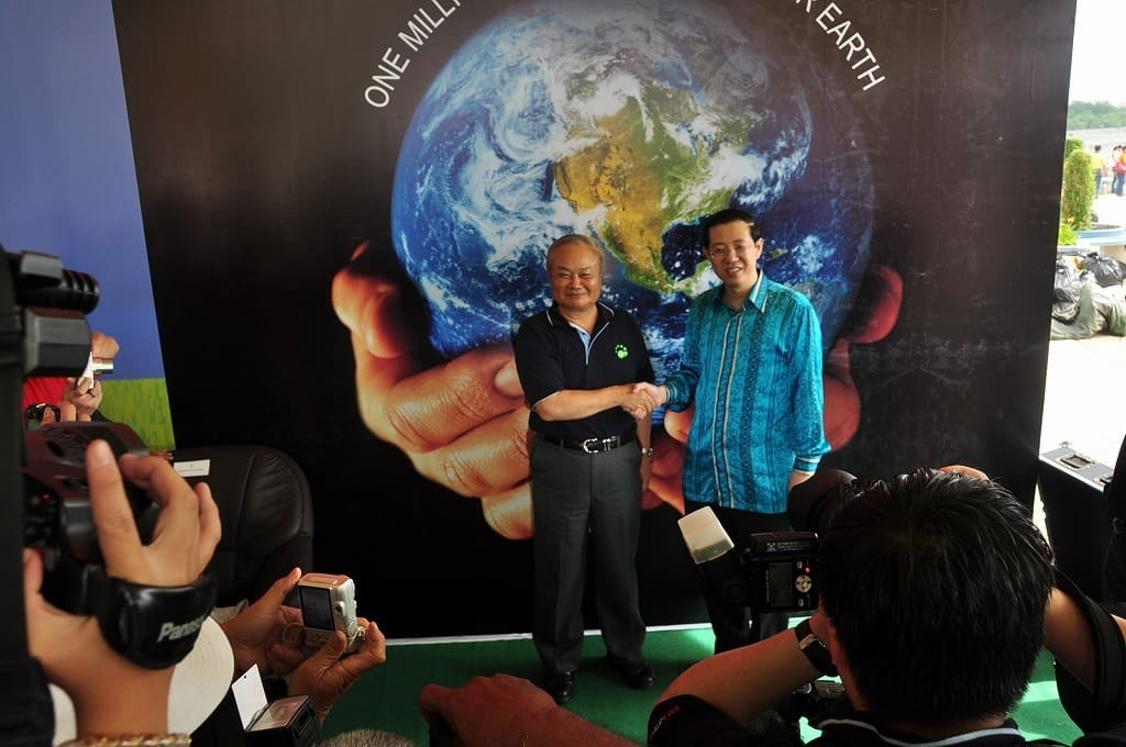 "Prof. Higa and Chief Minister of Penang declared August 8th as the ""World EM Mudball Day"""